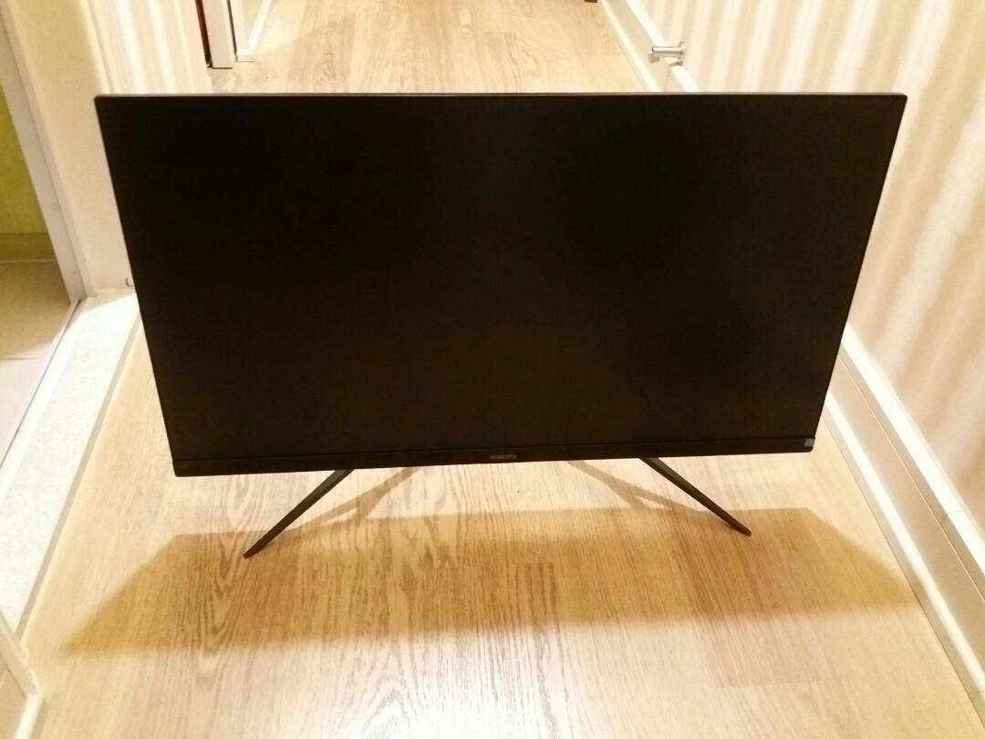 35寸全高清LCD顯示螢幕~配備Ambiglow效果