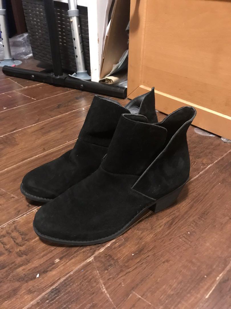 Boots Black size 6.5