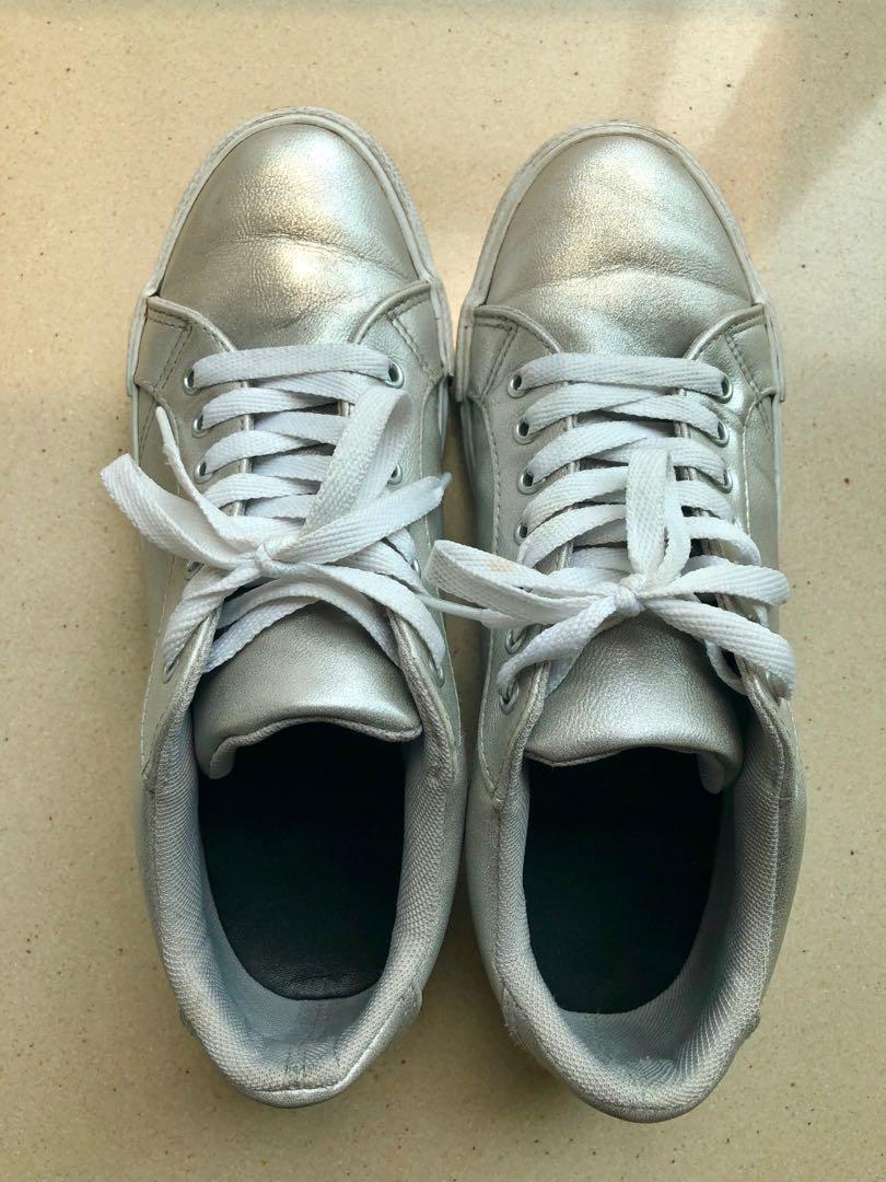Silver Sneakers 銀色休閒波鞋
