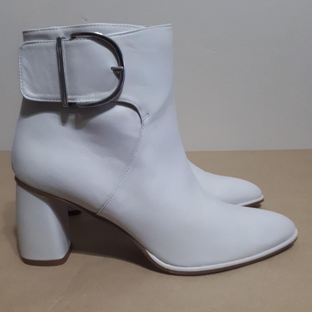 Stuart Weitzman Vienna Glass Light Grey Nappa Leather Block Heels Size 9