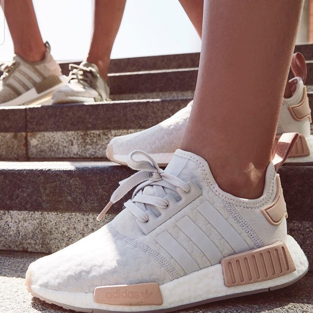 d82ad97be6319 UK5.5 White Adidas NMD R1