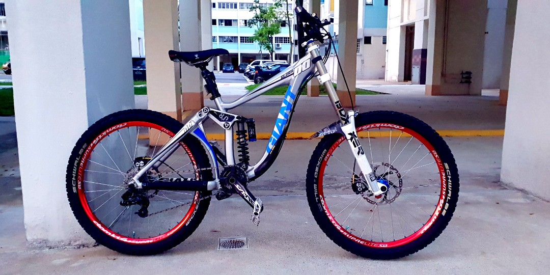 2005184379e WTT Giant Glory DH bike, Bicycles & PMDs, Bicycles, Mountain Bikes ...