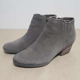Blondo Waterproof Dark Taupe Suede Boots Size 9.5