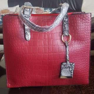 Brand New Synthetic Leather Hand Bag (Snake/ Crocodile Style Front)