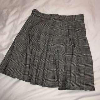 *PREOWNED BY MADISON BEER* Brandy Melville Plaid Skirt