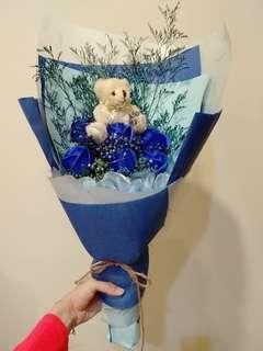泰迪熊藍玫瑰
