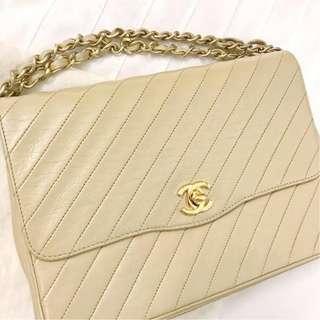 Chanel Vintage Clutch Bag Beige Lambskin with GHW Chain
