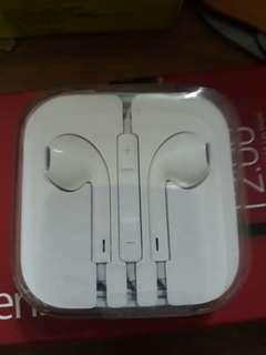 Apple headset  brand new. 蘋菓耳机全新