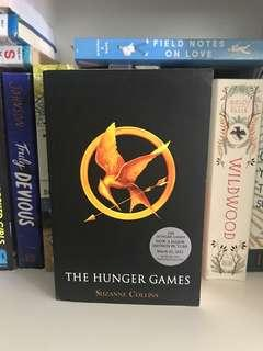 🚚 young adult books: the hunger games by suzanne collins
