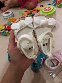 Sepatu Sendal H&M baby putih
