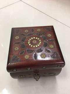 🚚 手工原木雕珠寶盒