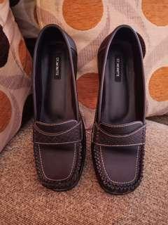 Sepatu St.Morist
