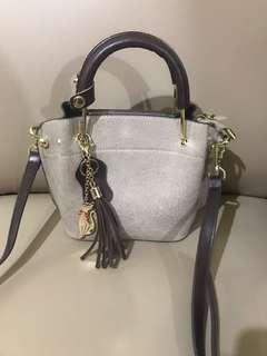 Tas fashion , minimalis , sling bag / hand bag .