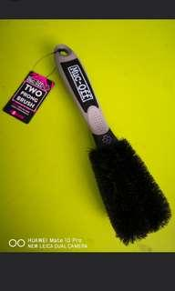 Muc-Off 2 Prong Brush