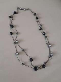 🚚 Silver and black beads necklace