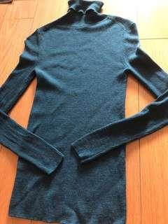 Uniqlo pure wool top M