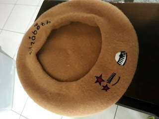 🚚 眨眼刺繡駝色貝蕾帽