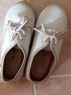 🚚 Kids white shoes