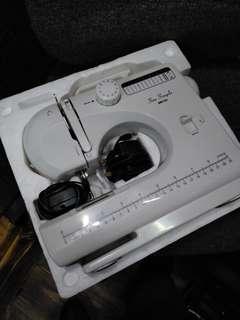Multifunctional Sewing machine - SM 122 - 90% new