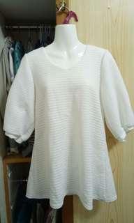 純白泡泡袖氣質傘狀上衣