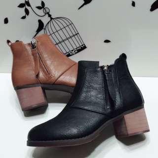 冬季短靴推薦_韓系百搭素面拉鍊低跟短靴款-售價$990,限時特價$390