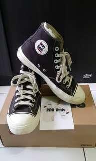 Sepatu pro keds