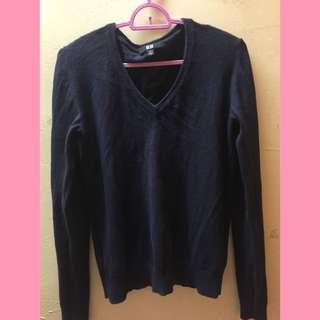 Uniqlo Sweater (dark blue)