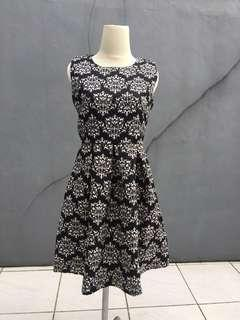 Dress Monocrome (Buy 1 Dress, Free 1 Pantene Perfect On 40ml)