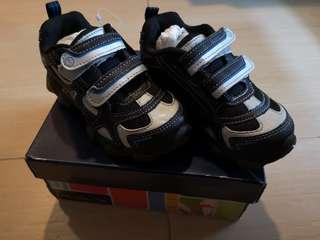 New Stride Rite Boy shoes sneakers with light