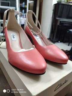 Clarks 高踭鞋