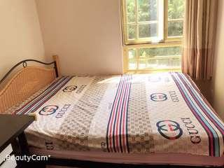 🚚 Queen size bed frame and mattress