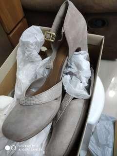 女裝高踭鞋。