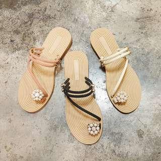 繞指圓鑽珍珠兩穿式平底涼鞋拖鞋(三色)