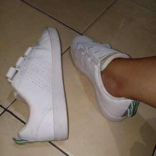 Adidas neo white shoes