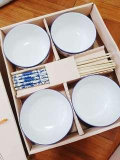 🚚 4 Bowl Set and Chopsticks
