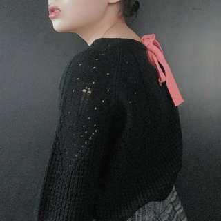 🚚 (免運)背後粉紅綁帶黑色針織上衣毛衣