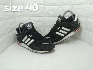 Adidas ZX700