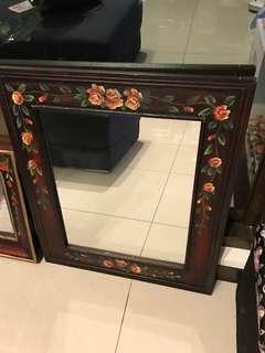 彩繪木框鏡子大與小