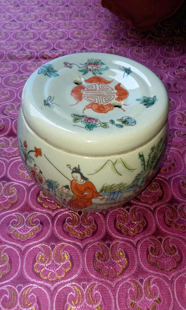 70年代尾粉彩手繪童子齊練兵茶葉瓷罐$630,闊13高10cm