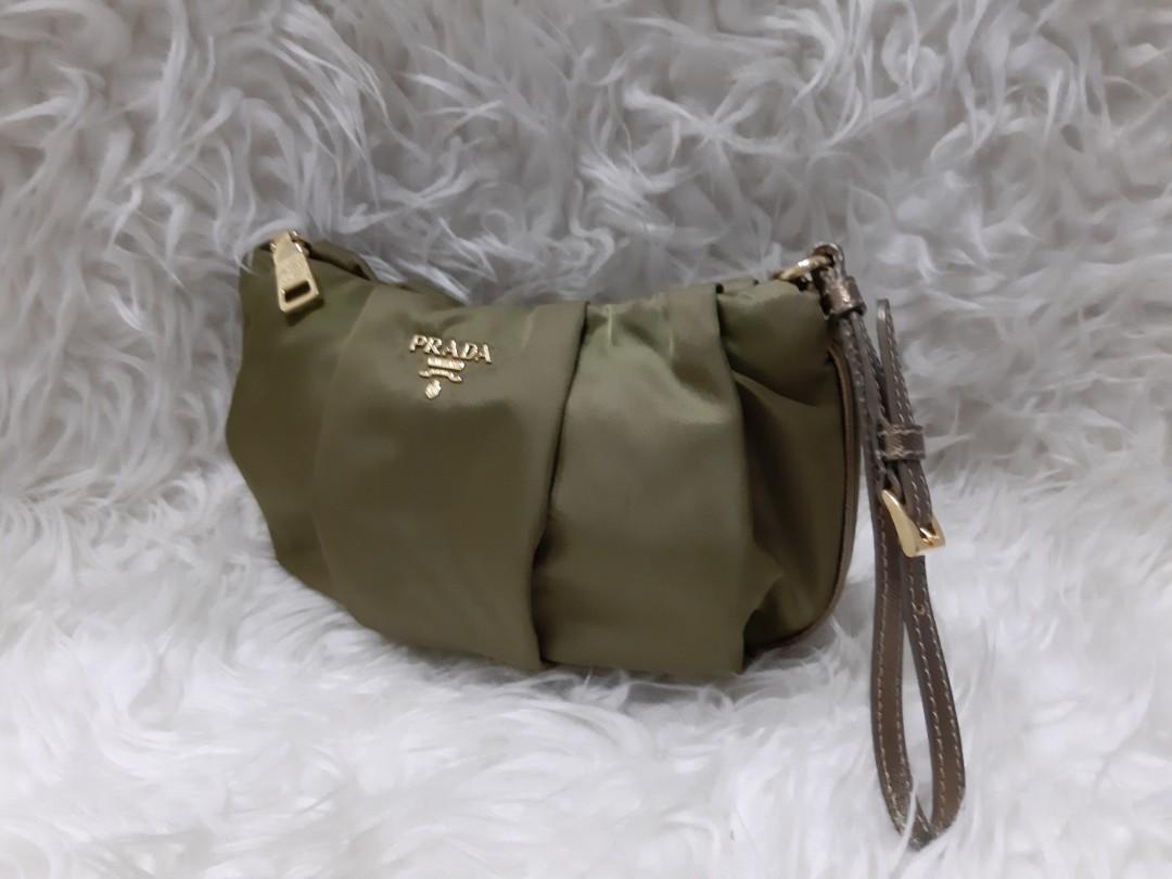 Authentic PRada Clutch/Pochette in Army Green Nylon Preloved bag in Very Good condition💝💝