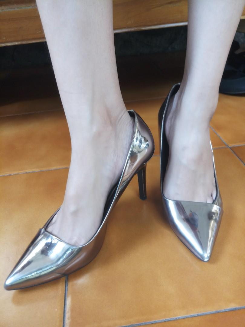 High heels gold Stradivarius