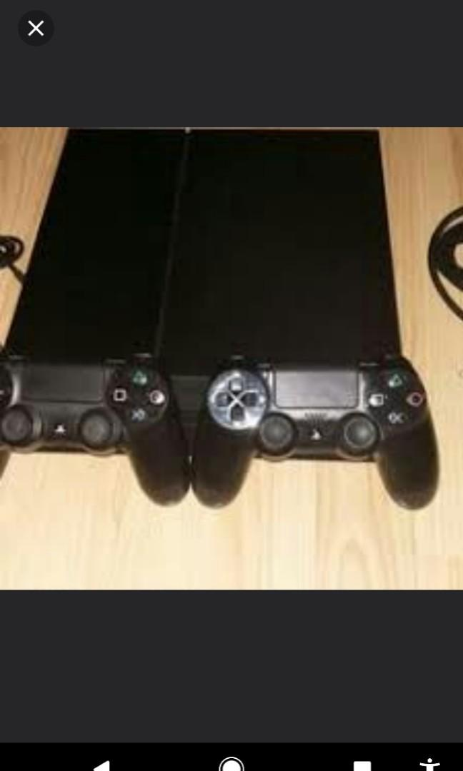 Ps4 with 2 controlers and god of war 5