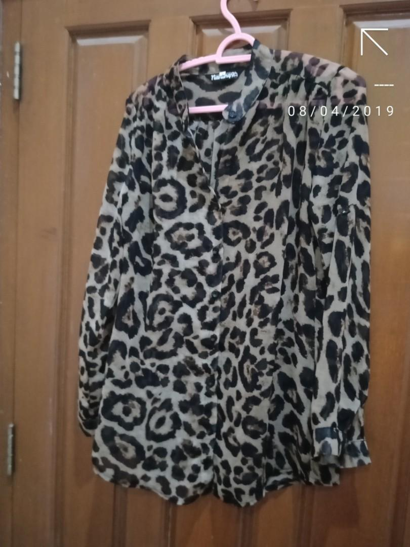 Sheer top leopard