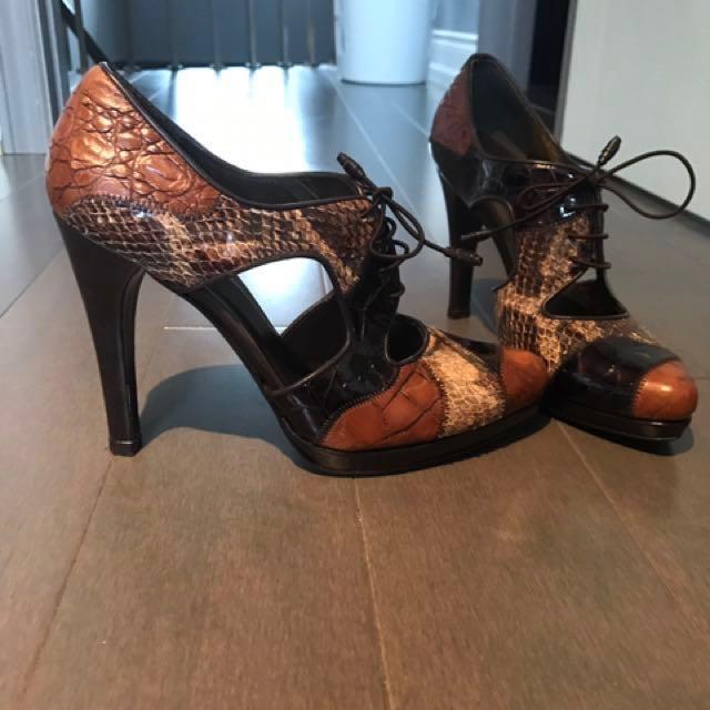 Stuart Weitzman oxford cutout heels size 8
