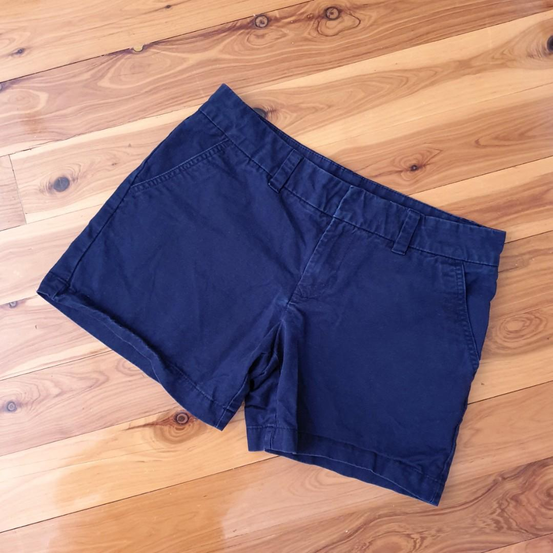Women's size 10 'TOMMY HILFIGER' Gorgeous casual navy shorts