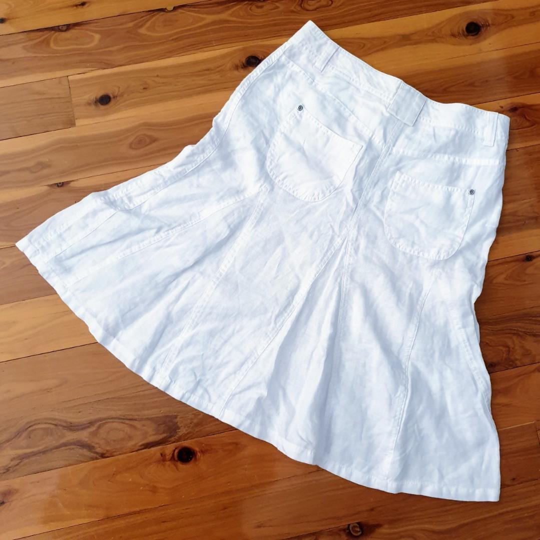 Women's size 8 'MARKS & SPENCER' Stunning  white linen fit & flare skirt-AS NEW