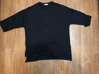 純黑色中袖前短後長薄top