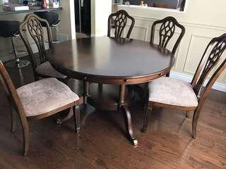 Gorgeous Round Dining Table with 8 Chairs