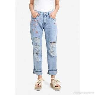 Embroidery Ripped Boyfriend Jeans