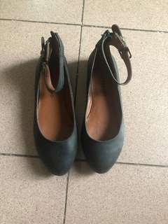 Authentic Lucky brand flats